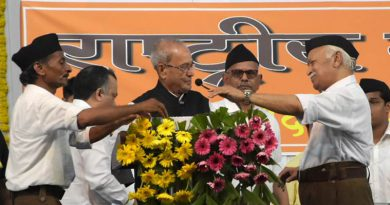 Pranab-Mukherjee-at-RSS-HQ