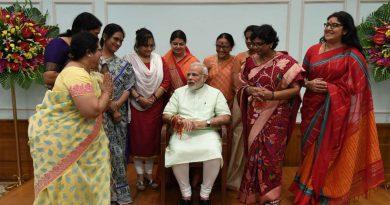 Rakshabandhan-Modi-has-followed-55-women-follow-on-Twitter