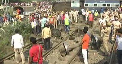 New-Farakka-Express-derailed-in-Rae-Bareli