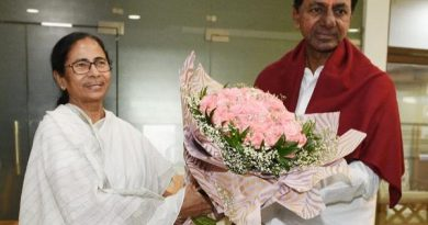 Mamta-Banerjee-arrives-in-Bengal-to-meet-KCR